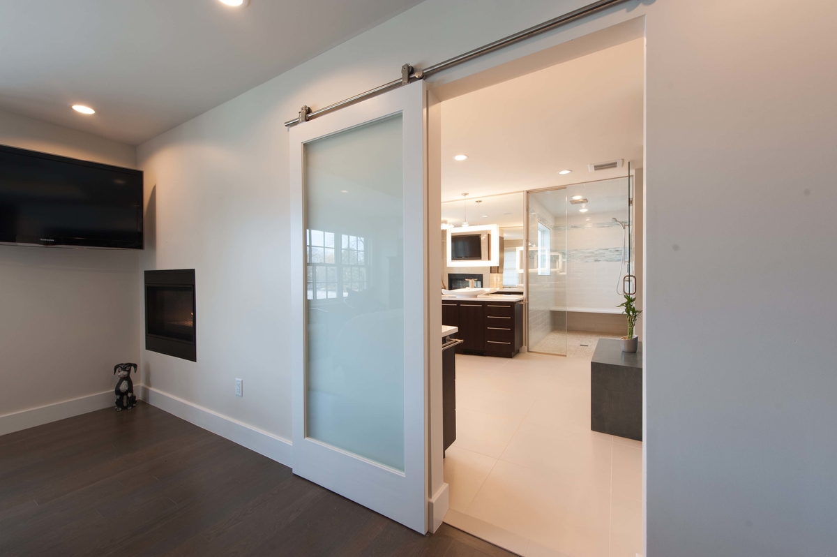 hanging door entry from master bedroom