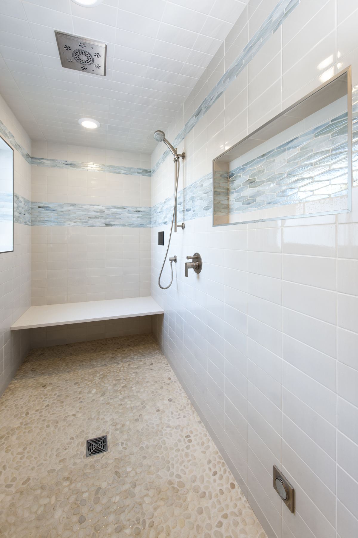 walk-in tiled steam shower, pebble tile floor, built-in ledge